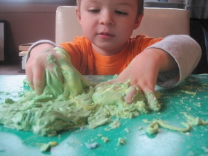 Professor Worm mixes a satisfying green color.